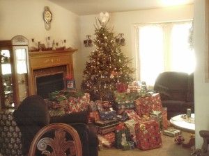 Christmas_tree_with_lots_of_presents