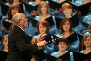 mack-wilberg-conducts-the-tabernacle-choir-at-temple-square